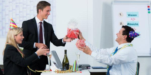 Виновник торжества — коллега по работе