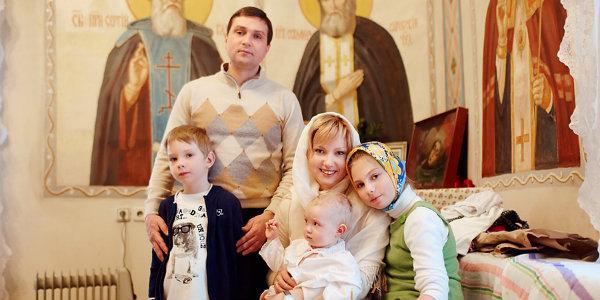 организовать и провести крестины девочки
