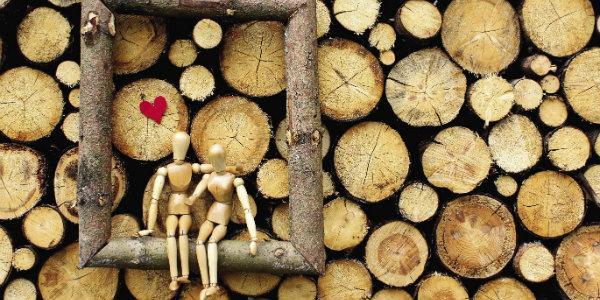 Как выбрать оригинальный подарок на деревянную свадьбу