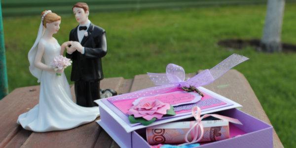 Необычные и оригинальные подарки на свадьбу молодоженам