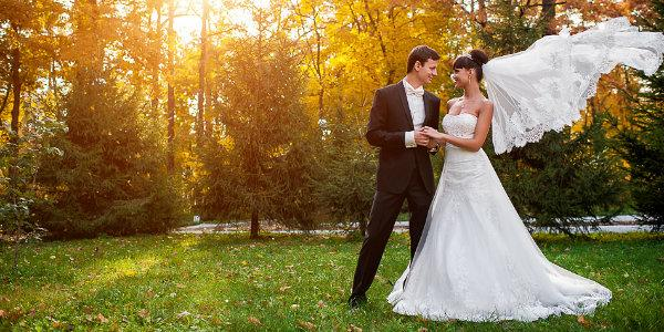 Самые необычные и креативные идеи для свадебной фотосессии осенью