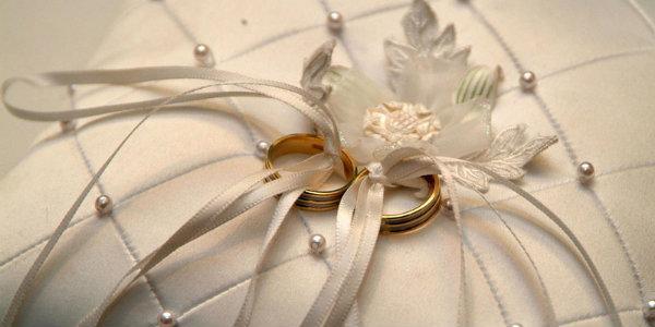 оригинального подарить на венчание молодым