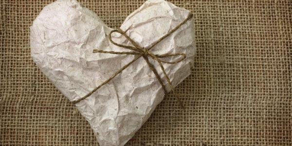 подарить на бумажную   свадьбу друзьям