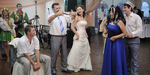Смешные конкурсы на свадьбу без тамады, для гостей