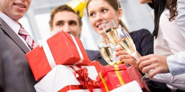 Как организовать проведение юбилея на высокой уровне: качественная подготовка и сценарное оформление праздника