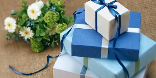 дню рожденья коллеги что  подарить и  как поздравить