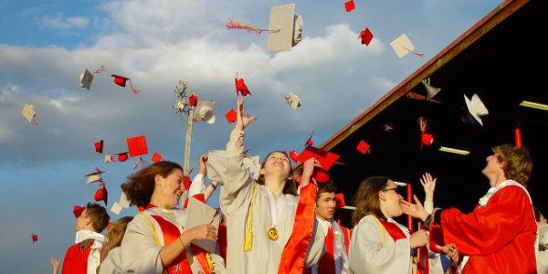Выпускной бал на теплоходе в начальной, средней и старшей школе: как организовать незабываемый праздник