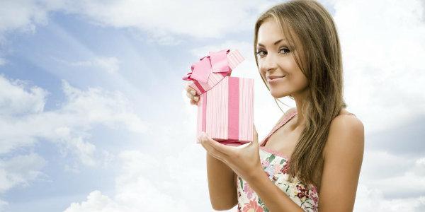 выбрать подарок на день рождения любимой подруге