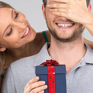 Что можно подарить на День рождения любимому мужчине: лучшая подборка оригинальных подарков