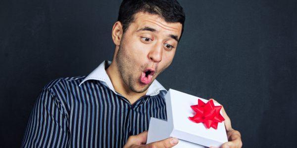 Как не ошибиться с подарком на Новый год любимому мужчине: практические советы и креативные идеи