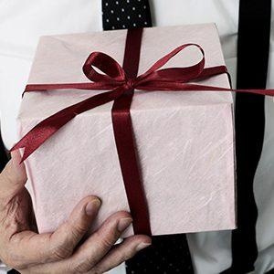 Лучшие оригинальные подарки парню на День рождения:  интересные идеи на все случаи жизни