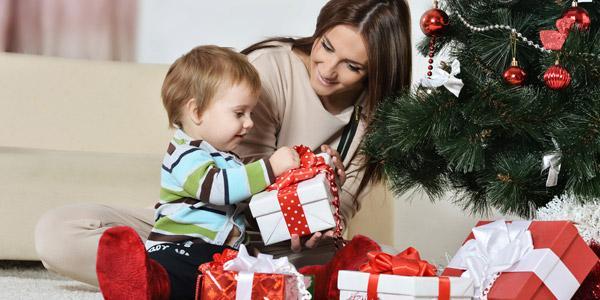 Что подарить девочке на Новый год: подборка современных идей