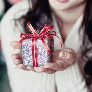 Что подарить парню на Новый год: большой список идей