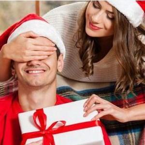 Что можно подарить другу или подруге на Новый год: копилка оригинальных идей и ценных советов