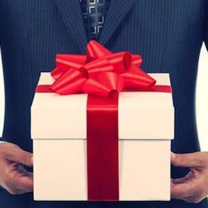 Выбираем лучший подарок для мамы: что яркое, интересное и нужное подарить ей на День рождения