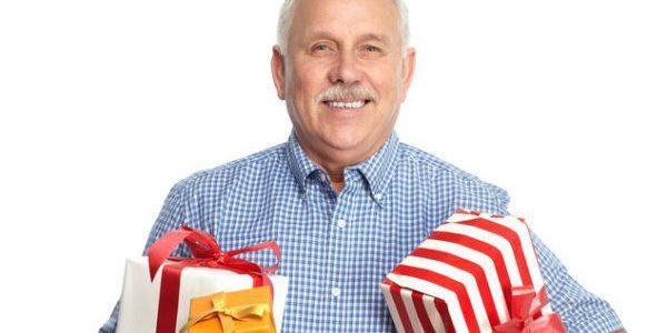 Грамотный выбор оригинальных подарков мужчине на 50 лет: что можно подарить для незабываемого праздника