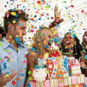 Подборка красочных идей шуточных поздравлений с юбилеем: как оригинально поздравить мужчину и женщину
