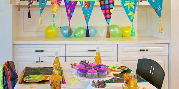 Красивое оформление Дня рождения ребенка: декорируем комнату и праздничный стол своими руками