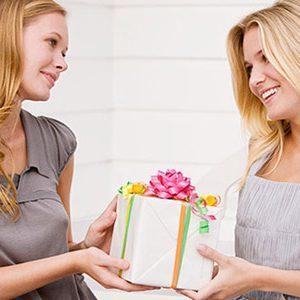 Необычный подарок на День рождения девушке: лучшие идеи для сюрприза