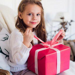 Выбор подарков для девочки 8 лет: что подарить полезного и оригинального