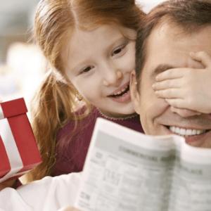 Подборка оригинальных подарков папе на День рождения: идеи самодельных и покупных вариантов