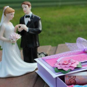 Neobychnye i originalnye podarki na svadbu molodozhenam
