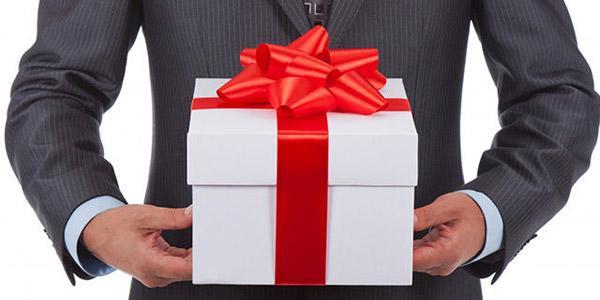 Подарок руководителю мужчине: выбор подарка...